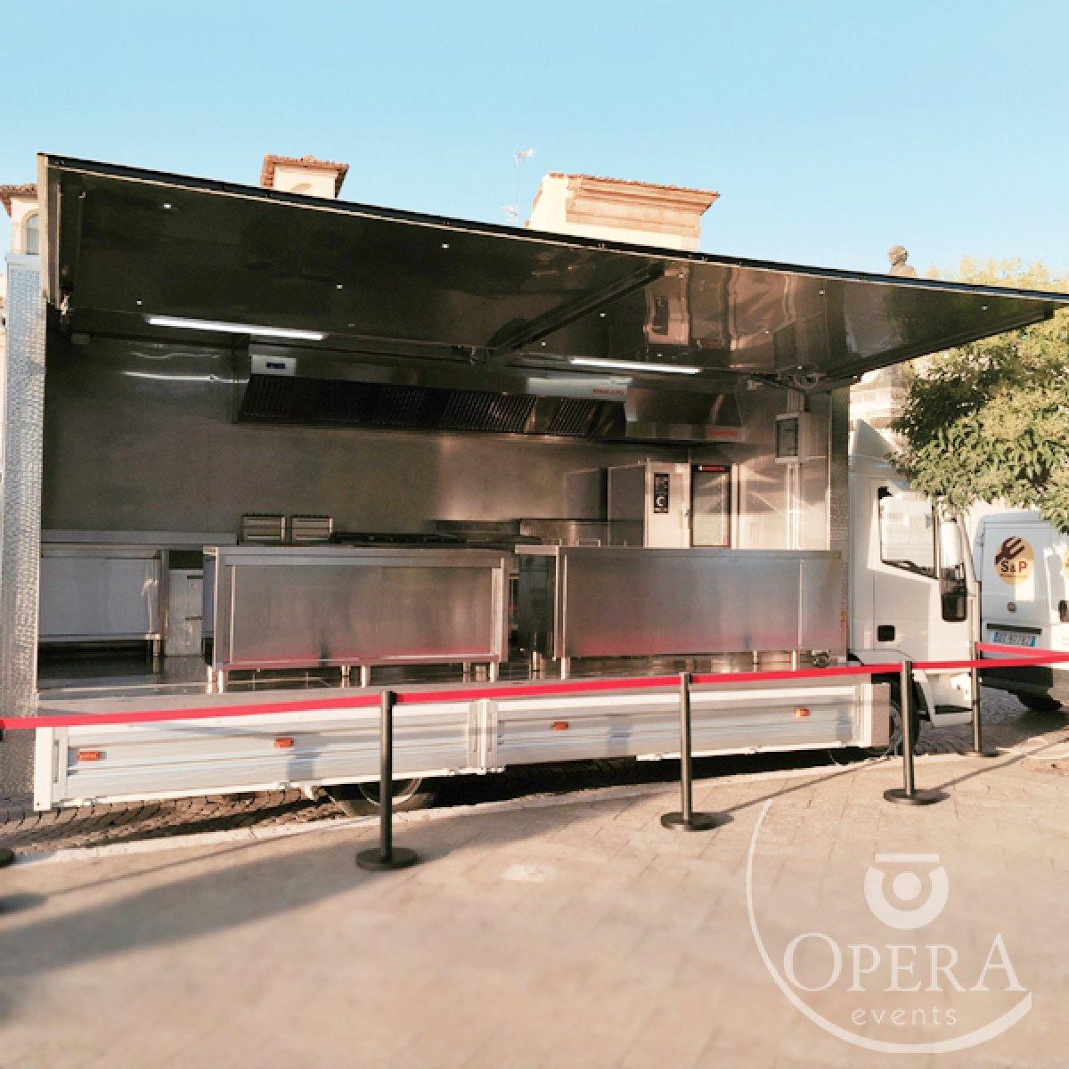 Noleggio camion cucina mobile professionale in sud Italia - Opera ...