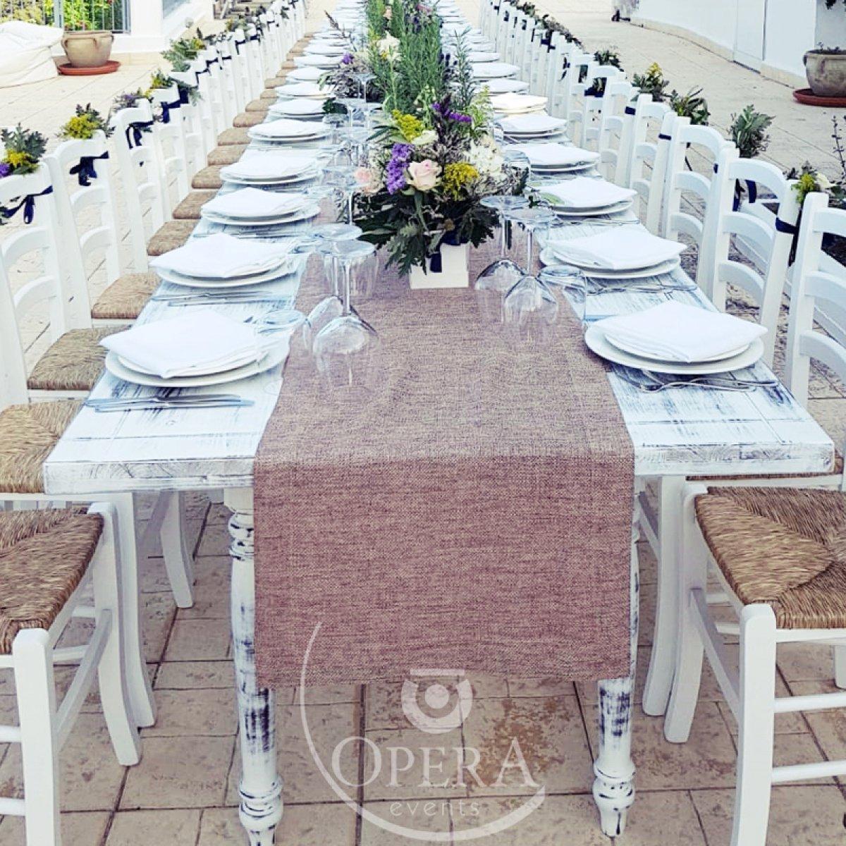 Tavolo Legno Bianco Decapato.Noleggio Di Tavolo In Legno Decapato Stile Shabby Opera Events